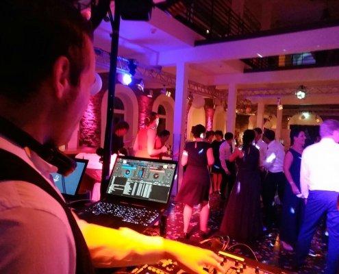 Ausgelassene Stimmung mit DJ Köln, DJ Bergisch Gladbach, Hochzeits DJ, Event DJ, Veranstaltungstechnik
