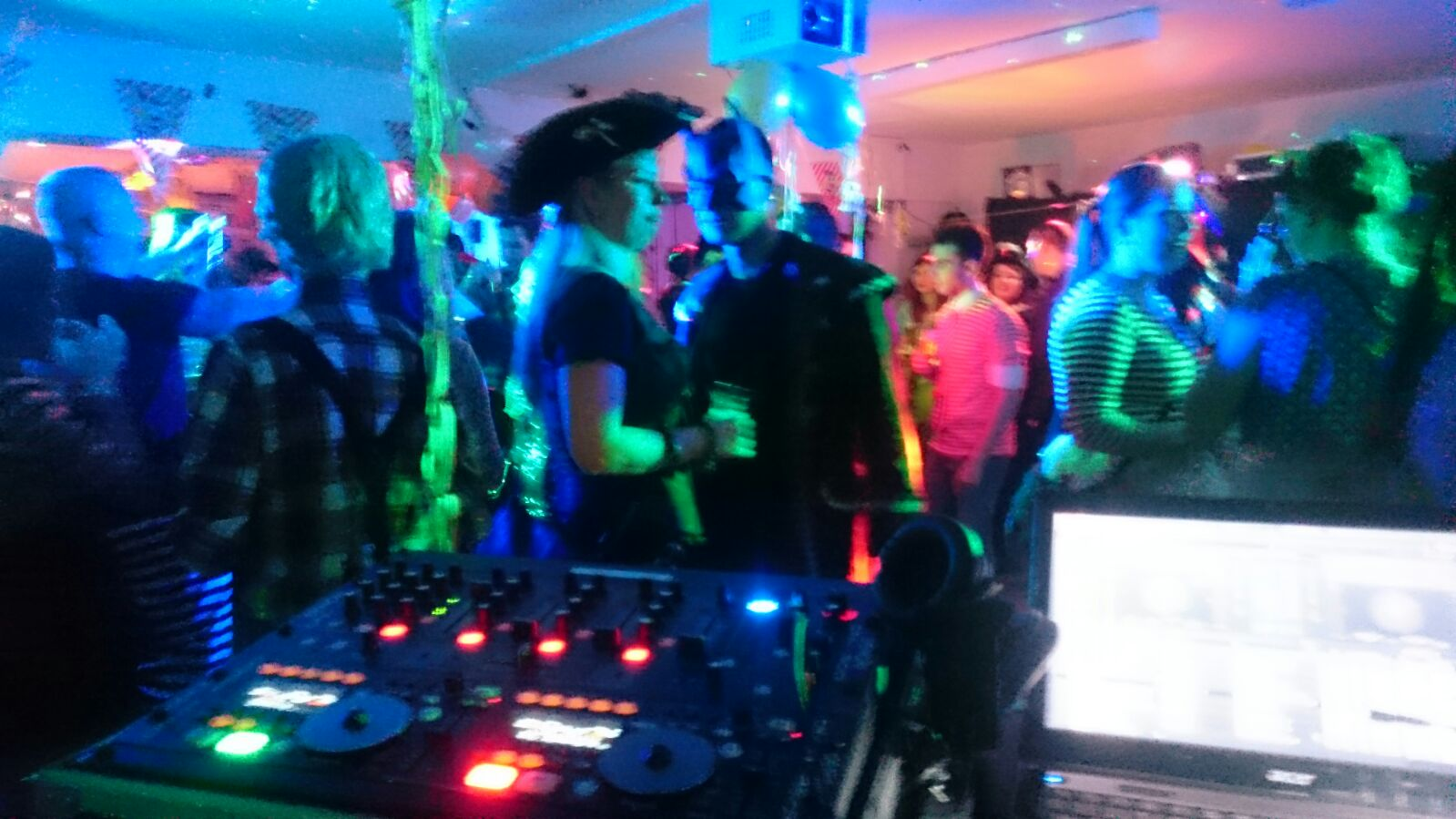 DJ Arne Winter als Hochzeiuts DJ mit Technik und perfekter Party-Stimmung 2