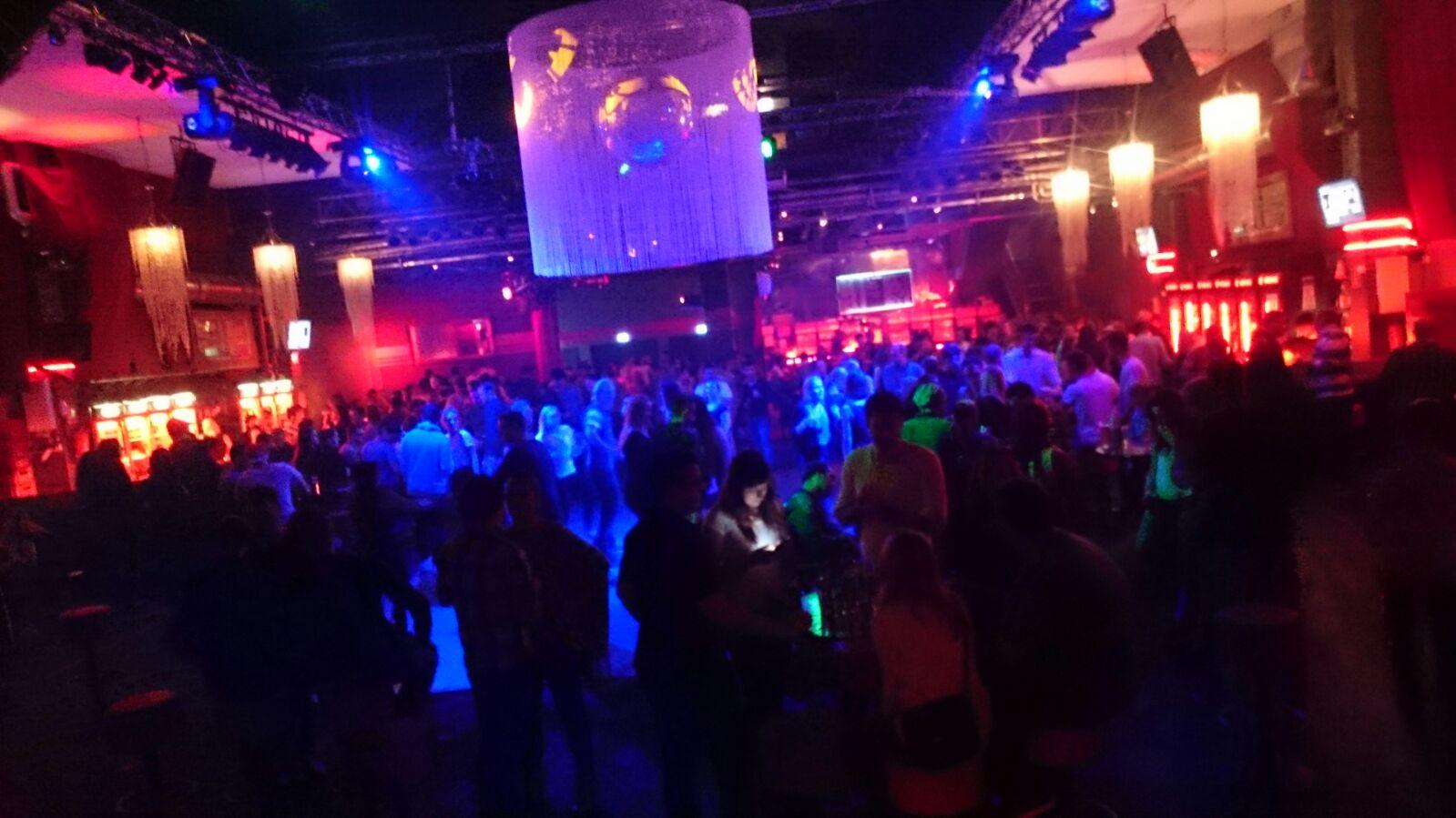 DJ Arne Winter als Hochzeiuts DJ mit Technik und perfekter Party-Stimmung 5