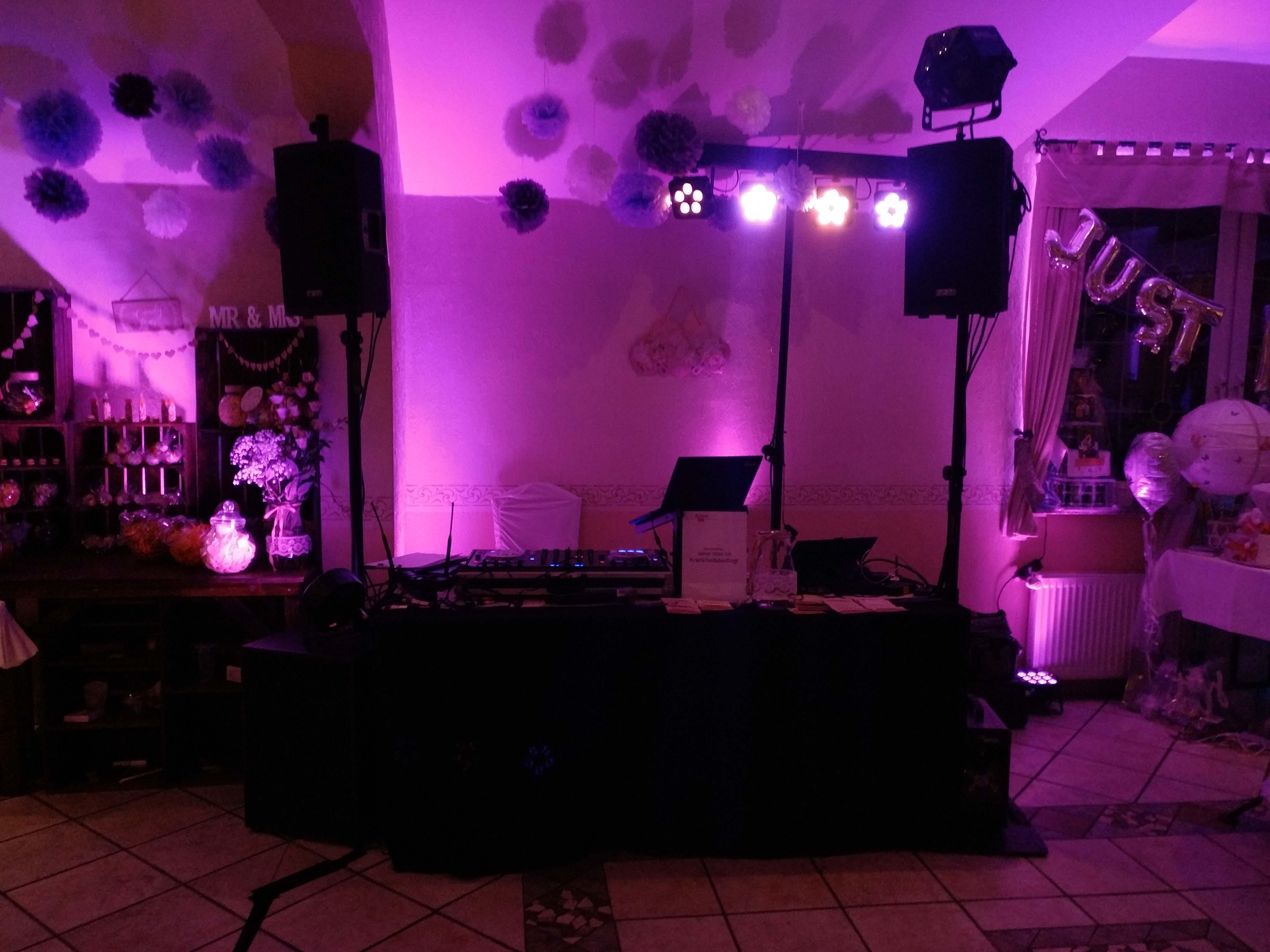 Technik und DJ Aufbau vor der Hochzeit